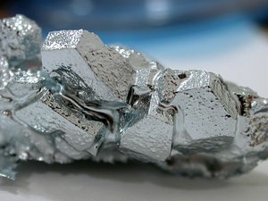 , a metal that easily forms large single crystals